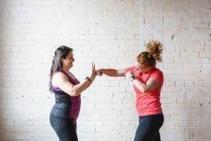 mujeres practicando boxeo femenino